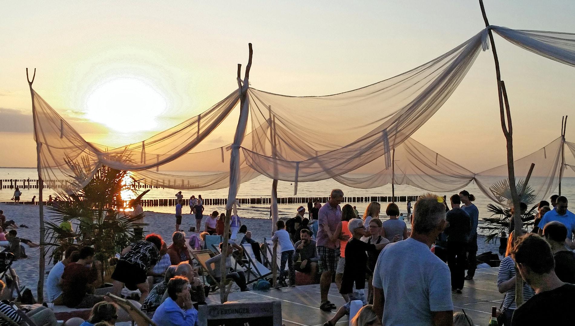 Markenentwicklung Corporate Design Zingst Strand Bar Sonnenuntergang Going Places